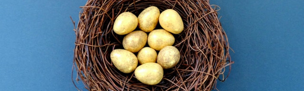 white-eggs-in-brown-nest-947457